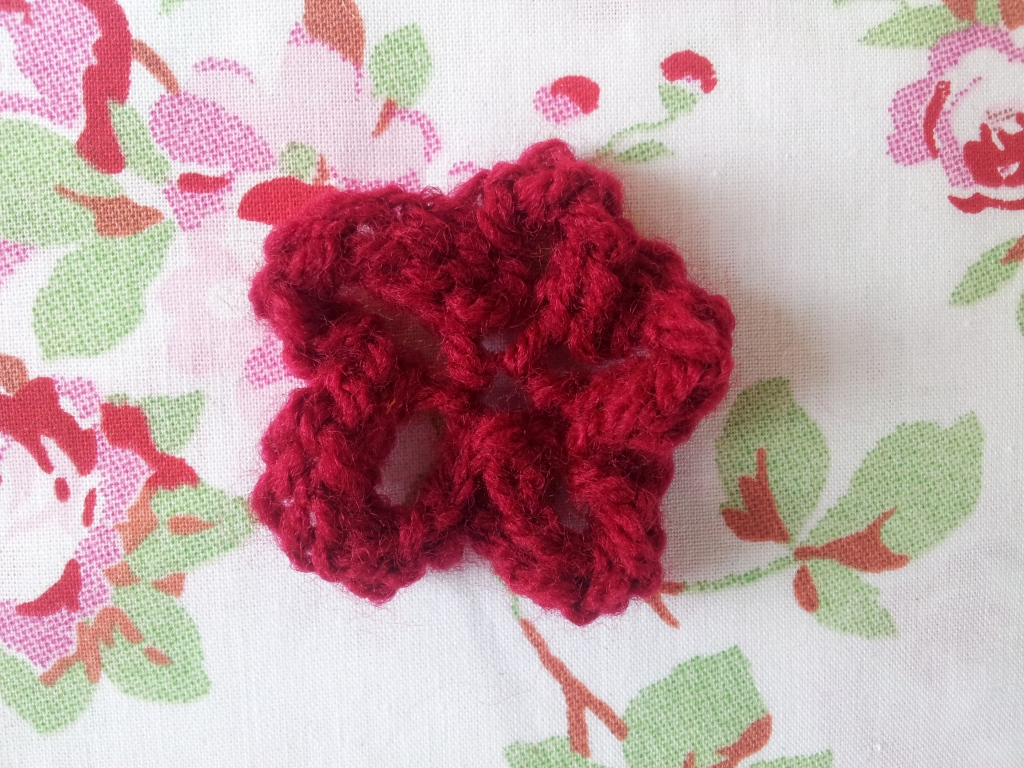 Knitted Flower Tutorial thestitchsharer