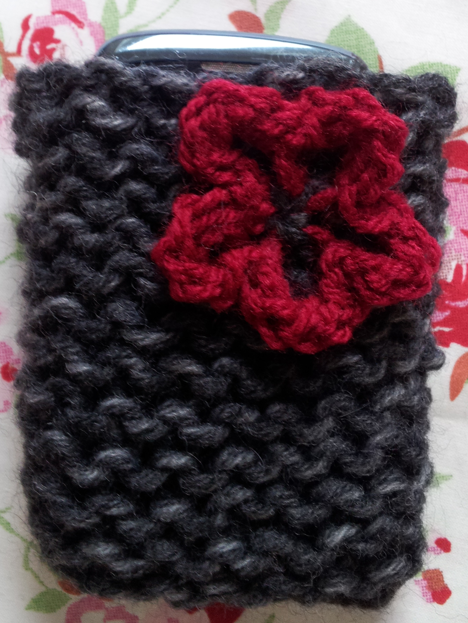 Mobile phone case tutorial free knitting pattern for beginners phone case flower bankloansurffo Images
