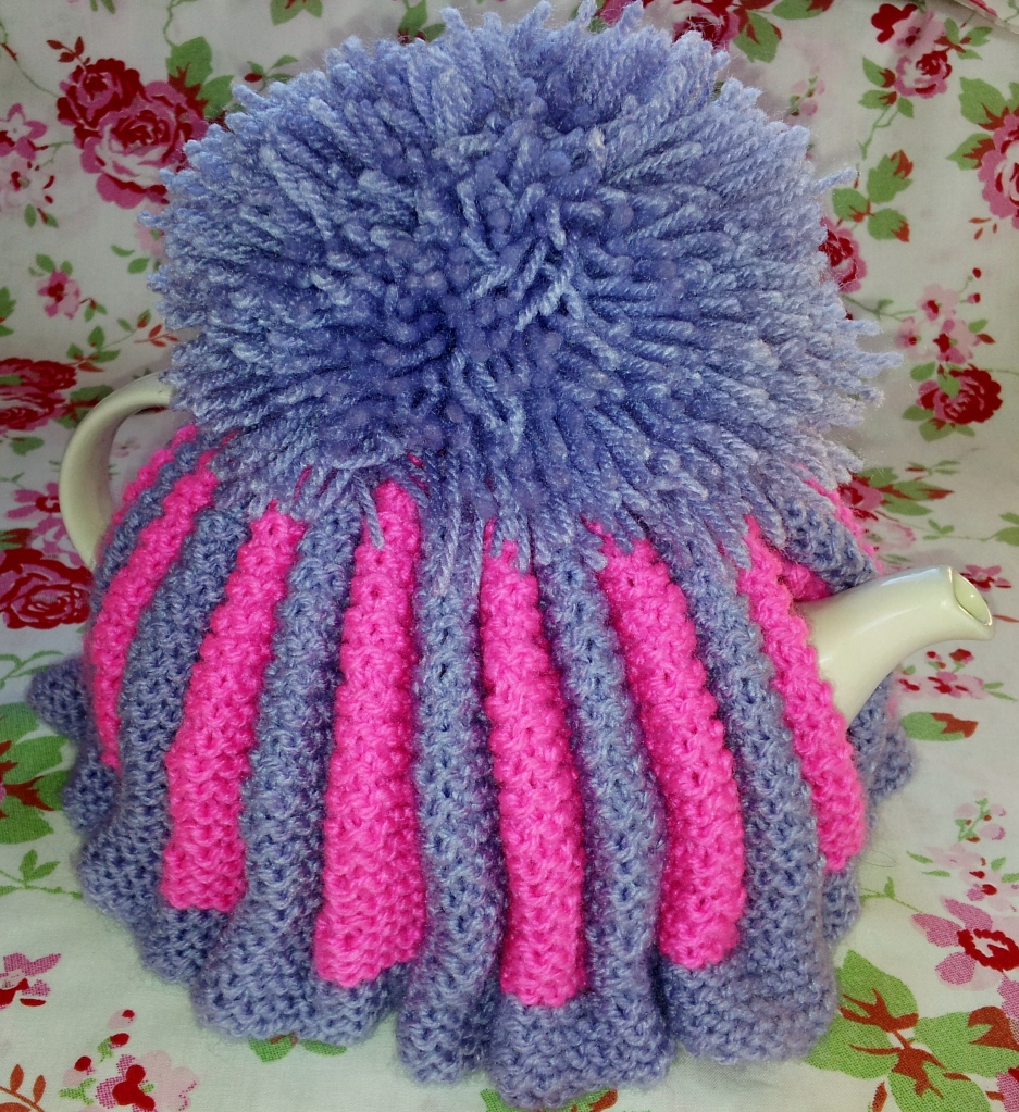 My Vintage Style Knitted Tea Cosy Cozy Thestitchsharer