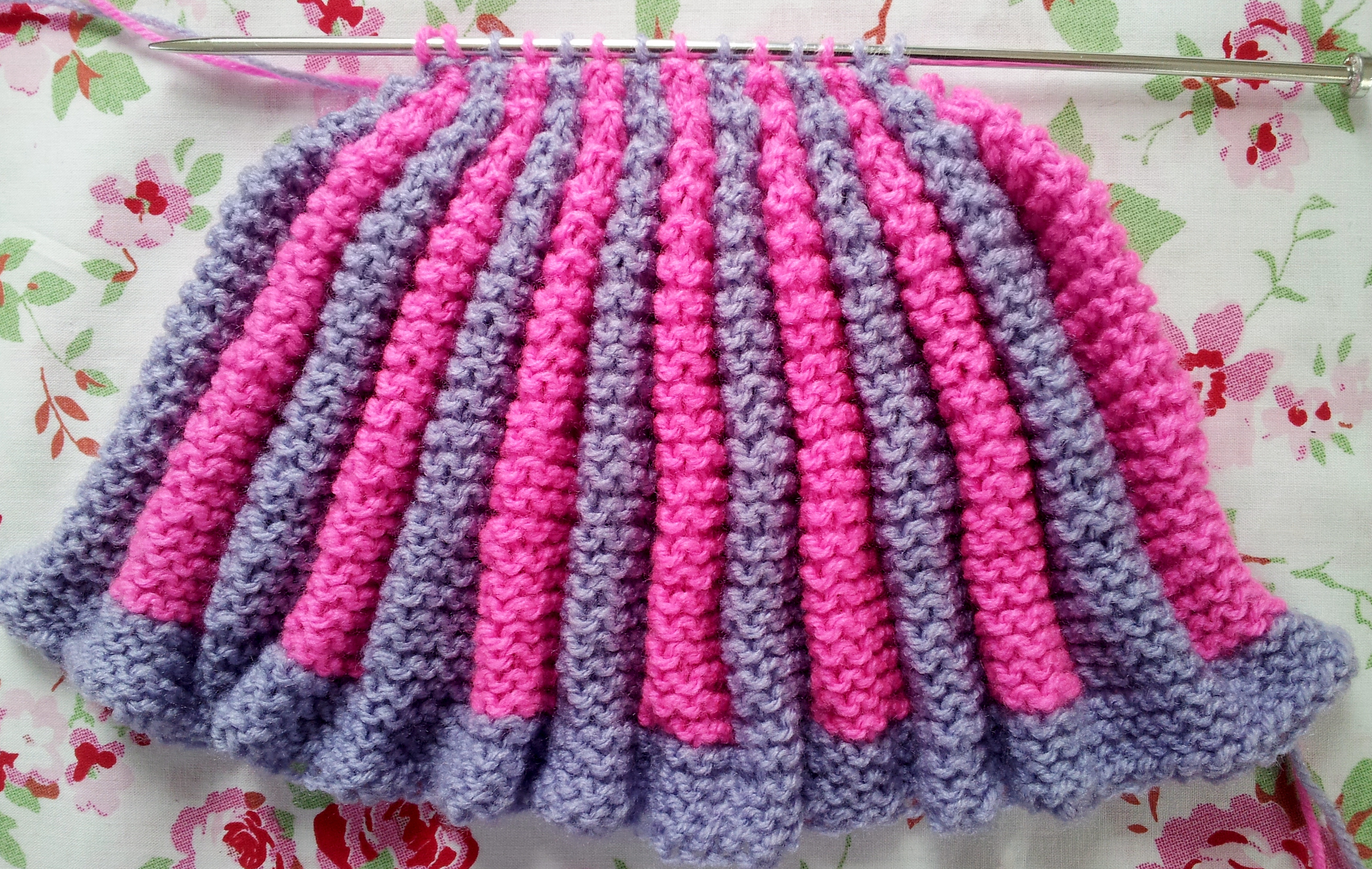 Brand New 2 pt Hand Knitted Traditionnel Rétro Tea Cosy.