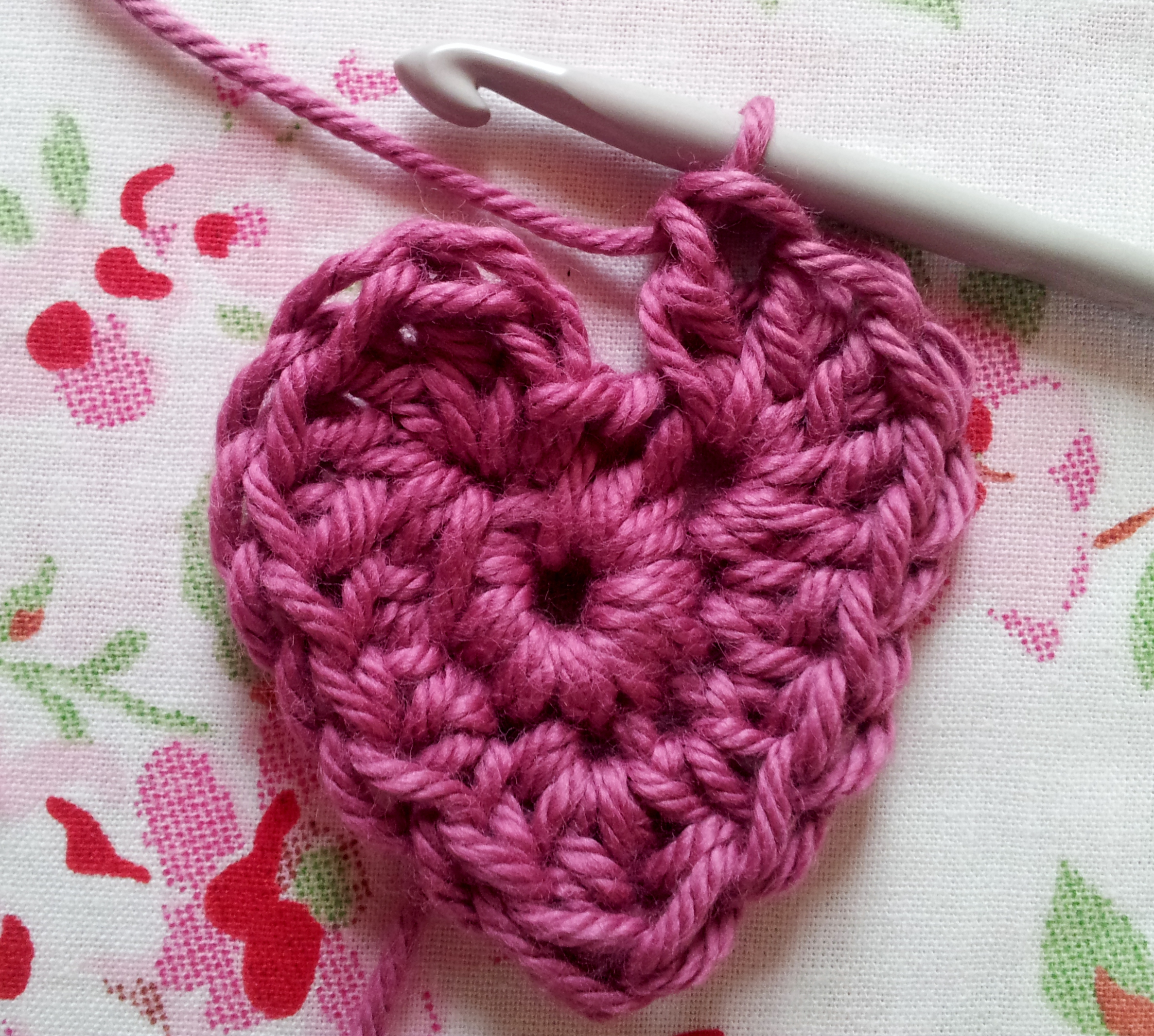 Beginners Crochet Hearts ? Free Pattern thestitchsharer