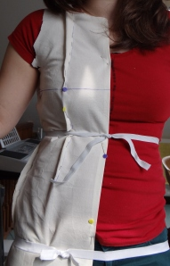 Using elastic to mark hips and waist