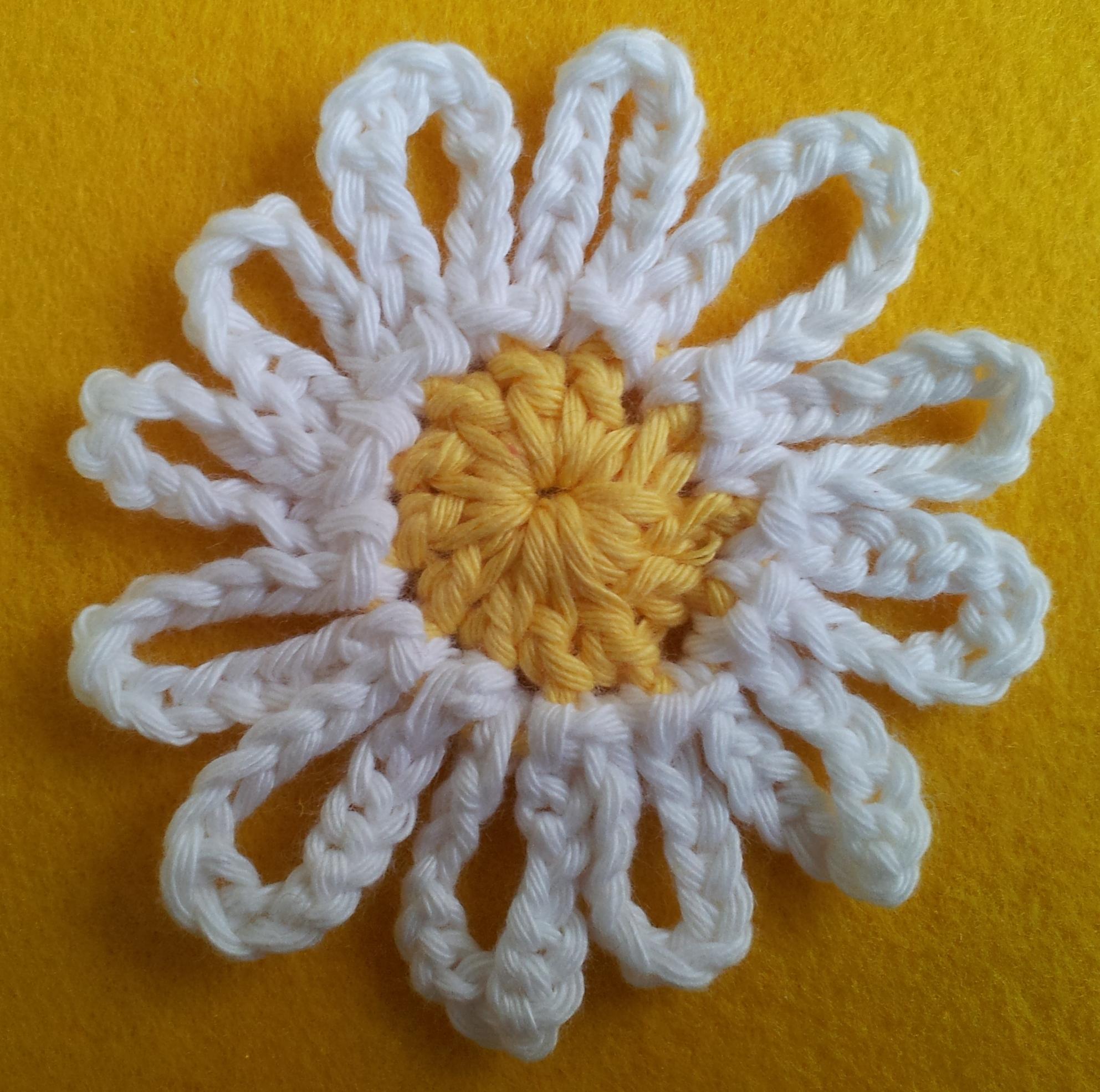 Daisy Crochet Bunting – Free Pattern | thestitchsharer