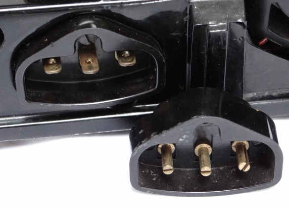 Round and Flat 3 Pin Connectors on Featherweights