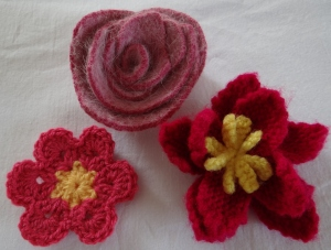 Knitted crochet felt flowers