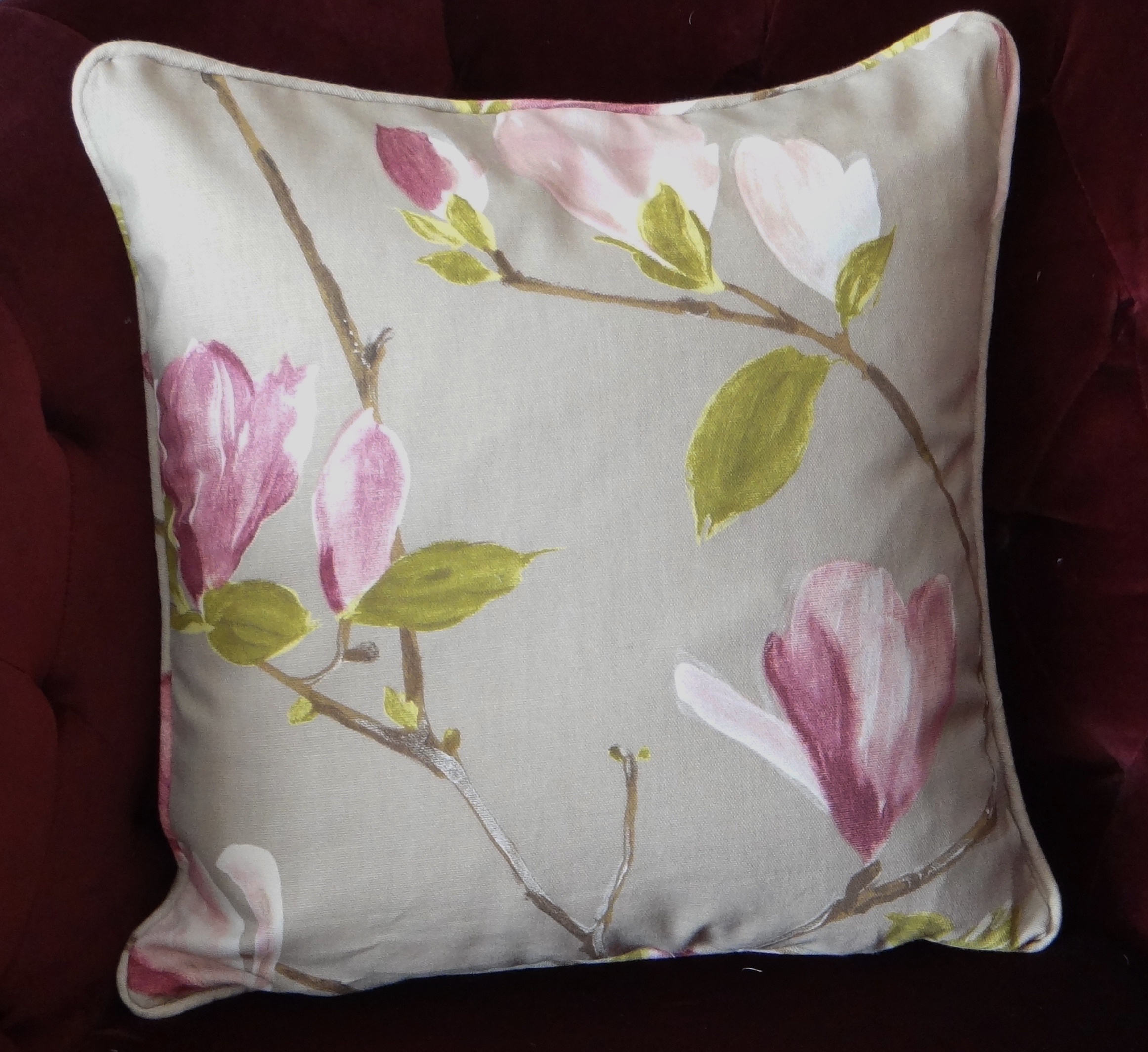 Cushion cover with pad & How to Make a Piped Cushion Cover with a Zipper Opening ... pillowsntoast.com